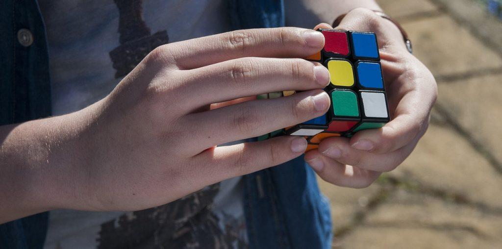 Jouer au Rubik's cube image
