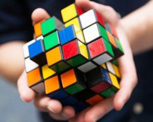 Le Rubik's cube garde l'esprit de son joueur actif